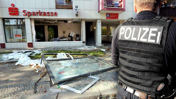 Sparkasse in Berlin gesprengt: Polizei sucht nach Bankschließfach-Räubern