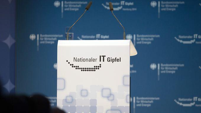Der Nationale IT-Gipfel ist eine Plattform für die Zusammenarbeit von Politik, Wirtschaft und Wissenschaft zur Stärkung des IT-Standortes Deutschland.