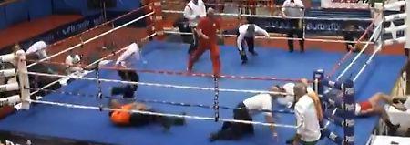 Ringrichter brutal niedergeprügelt: Nachwuchsboxer wird lebenslang gesperrt