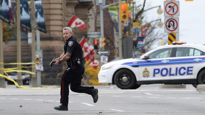 Unklar ist bislang, ob es weitere Schützen gibt - oder ob die Polizei in Ottawa derzeit ein Phantom jagt.