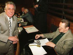 """Im """"Politbüro-Prozess"""" werden Egon Krenz (l.) und Günter Schabowski (r.) 1997 für die tödlichen Schüsse an der DDR-Grenze verurteilt."""