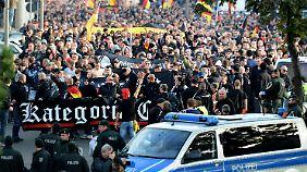 Nach Hooligan- und Rechten-Demo: Gewalt entfacht Debatte über Demonstrationsrecht