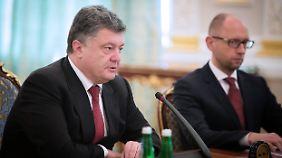 Präsident Poroschenko und Premier Jazenjuk suchen einen Koalitionspartner.