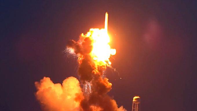 "Sekunden nach dem Start: Nasa-Rakete mit US-Frachter ""Cygnus"" an Bord explodiert"