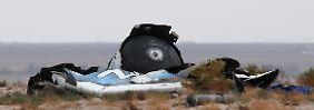 """Katastrophaler Rückschlag für den privaten Weltraumtourismus: Wrackteile von """"SpaceShipTwo"""" in der Mojave-Wüste."""