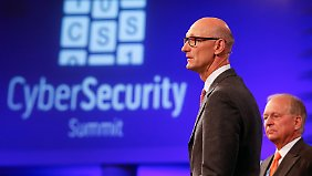 "Telekom-Konzernchef Timotheus Höttges beim ""Cyber Security Summit"" in Bonn."