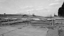 Selbst Autobahnen waren zur Zeit der deutschen Teilung unterbrochen.