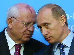 """An der Politik Wladimir Putins (r.) hat Gorbatschow durchaus einiges auszusetzen. Allerdings werde er sich """"nicht daran klammern""""."""
