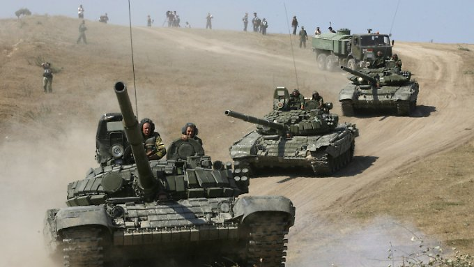 """Russische Panzer bei einem Manöver im Sommer 2008 in Georgien. (Ursprüngliche wurde hier fälschlicherweise """"August 2014"""" als Datum angegeben.)"""
