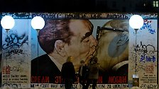 An der East-Side-Gallery verlaufen die Ballone parallel zu dem dort erhaltenen Abschnitt der Berliner Mauer.