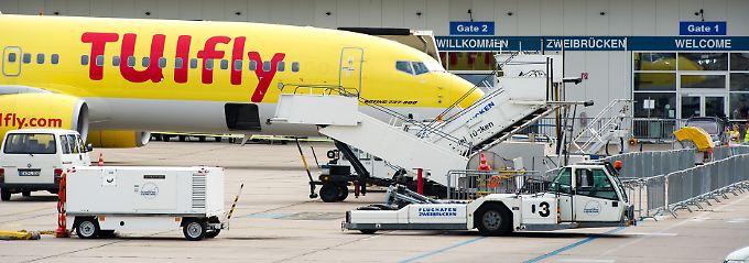 Enge Sitzreihen, bessere Auslastung: Insgesamt stiegen die Emissionen im Luftverkehr weltweit zuletzt um 3,5 Prozent.