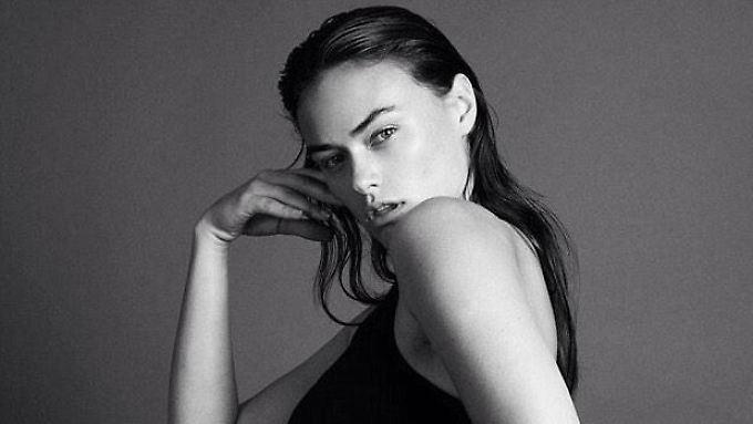 Myla Dalbesio modelt für Calvin Klein - mit ihren Kurven ist sie eine Ausnahme unter den übrigen Models.