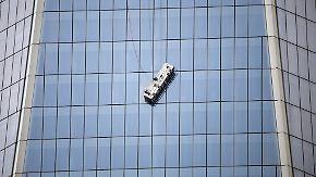Gondel-Unfall am WTC: Fensterputzer geraten in gefährliche Schieflage