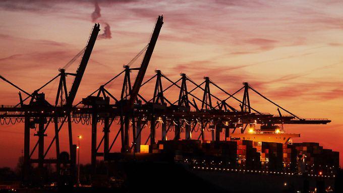 Blick auf den Hamburger Containerhafen.