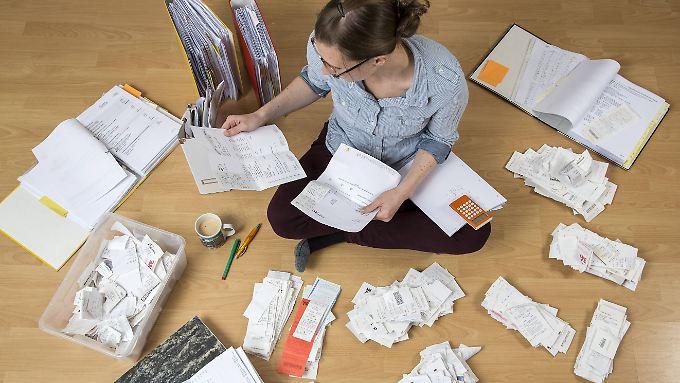 Schluss mit der Zettelwirtschaft: Auf viele Belege werden die Finanzämter künftig verzichten.