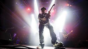"""Gitarrist Phil """"Wizzö"""" Campbell ist seit 1983 bei Motörhead dabei, hier beim Konzert im Münchner Zenith."""