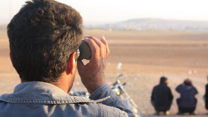 Blick vom türkischen Suruc aus in die benachbarte syrische Stadt Kobane.