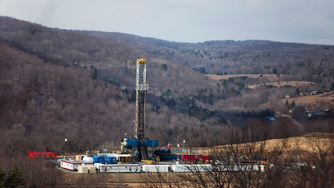 Eine Fracking-Anlage in Montrose, Pennsylvania, USA.