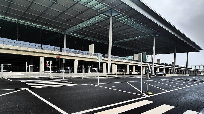 Herbsttristesse an der Bauruine in Berlin-Schönefeld: Der Hauptstadtflughafen BER wird und wird nicht fertig.