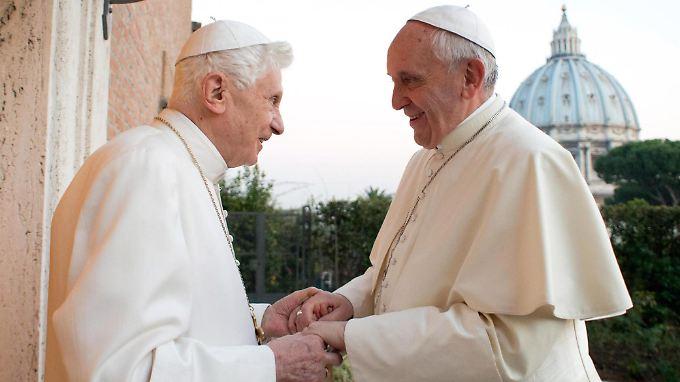 """Benedikt sei für Papst Franziskus wie """"ein weiser Großvater"""": Zumindest nach außen hin."""