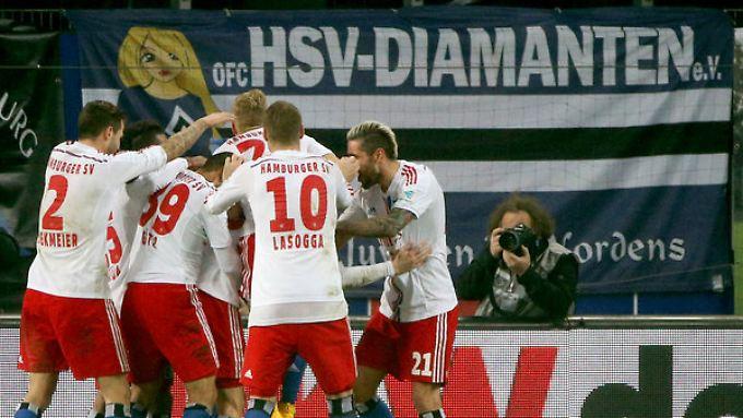 Jubel in Hamburg: Der HSV kann sich im Tabellekeller etwas Luft verschaffen.