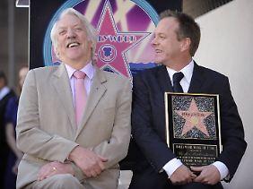 Donald und Kiefer Sutherland 2008 auf dem Hollywood Walk of Fame mit Kiefers neuem Stern.