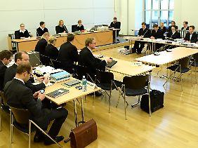 Es wird auch mal laut: Die Anwälte der streitenden Parteien. Die Richterinnen werden von einem HGAA-Anwalt scharf attackiert.