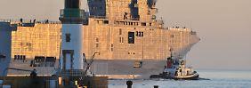 Frankreich setzt Auftrag aus: Hollande liefert Putin kein Kriegsschiff