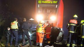 Tödlicher Unfall bei Hamburg: Regionalzug überrollt Auto auf defektem Bahnübergang