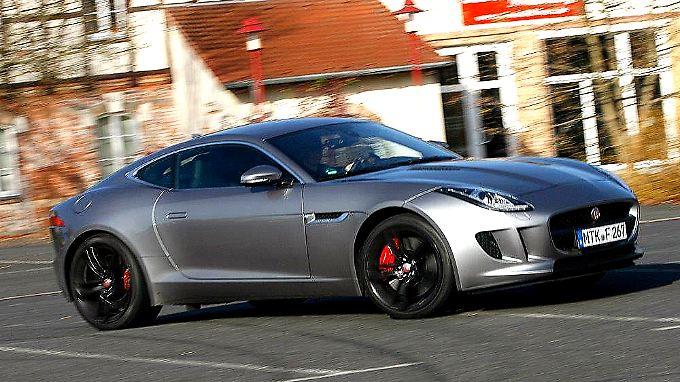 In der Gunst der Kunden legt der F-Type immer mehr zu. 40 Prozent der Neuzulassungen bei Jaguar gehen auf sein Konto.