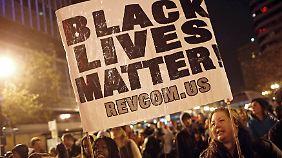 Tausende protestierten in New York gegen die Entscheidung der Jury im Fall Eric Garner.