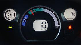 Nur 85 km Reichweite trotz voller Batterie: Über Land geht es selten ohne Zittern.