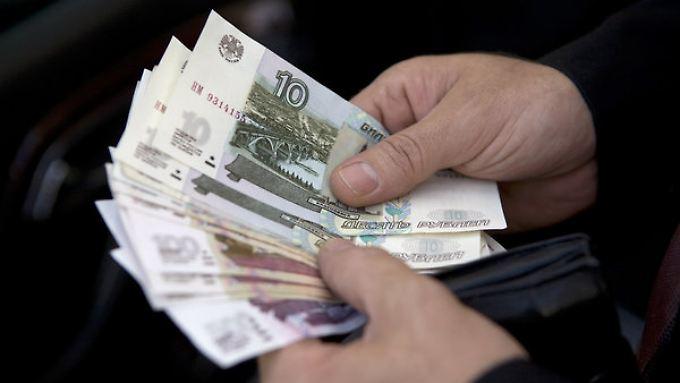 Der russische Rubel sammelt Tiefststände.