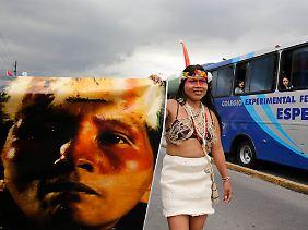 Amazonas-Indianer protestieren gegen die Ölförderung.