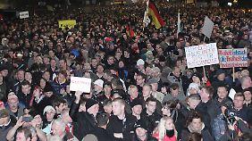 """Klare Fakten oder dumpfe Parolen?: """"Pegida"""" will wieder durch Dresden ziehen"""
