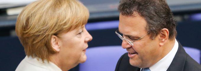 Merkels ehemaliger Innenminister Friedrich teilt aus.