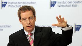 Verbandsumfrage des IW Köln: Wirtschaft blickt verhalten optimistisch ins Jahr 2015