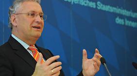 Herrmann will die vollen Asylheime entlasten.