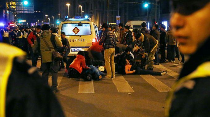 Falschgeldregen in Shanghai: Über 30 Menschen sterben bei Massenpanik