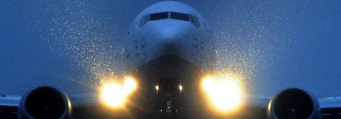 """Passagierjet im Landeanflug: """"In Europa, aber auch in Deutschland wird der Luftverkehr politisch gebremst."""""""