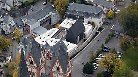 Den Neubau des Bischofssitzes von Limburg hat die Diskussion um das Kirchenvermögen angestoßen.