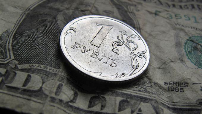 Viele Russen tauschten ihr Geld in andere Währungen um.
