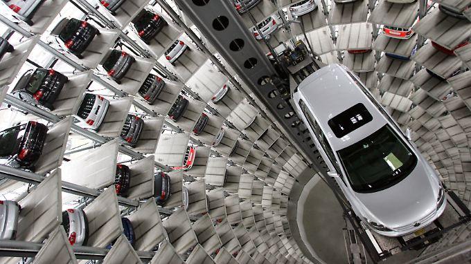 In einem VW-Auslieferungsturm.