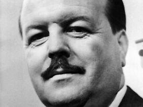 Clemens Wilmenrod wurde als TV-Koch populär und zu einer der schillerndsten Figuren in der Geschichte des Fernsehens.