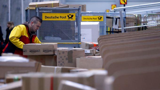 Die Deutsche Post sieht einen Wettbewerbsnachteil gegenüber anderen Paketdiensten.