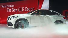 Das Autojahr 2015 ist mit der North American International Auto Show, der NAIAS in Detroit eröffnet. Im Mittelpunkt stehen SUV und Supersportler. So präsentiert Mercedes den neuen GLE, ein SAV a la BMW X6. Und damit der US-amerikanischen PS-Ritter auch gleich richtig gucken, ...