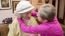 In Deutschland gibt es immer mehr pflegebedürftige Menschen.