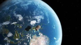 Computergrafik eines sich der Erde nähernden Asteroiden.