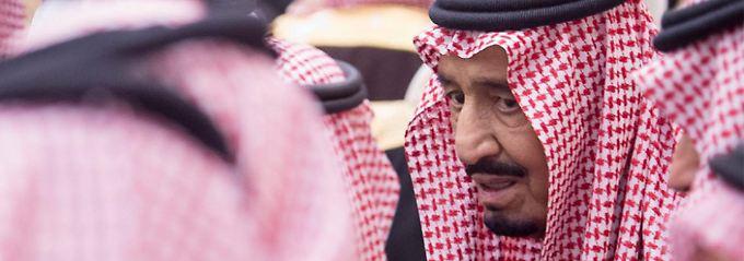 In Riad empfängt König Salman die Würdenträger des Landes.