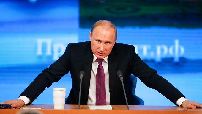 Kreml-Chef Wladimir Putin wittert konspirative Absprachen gegen die Russland.
